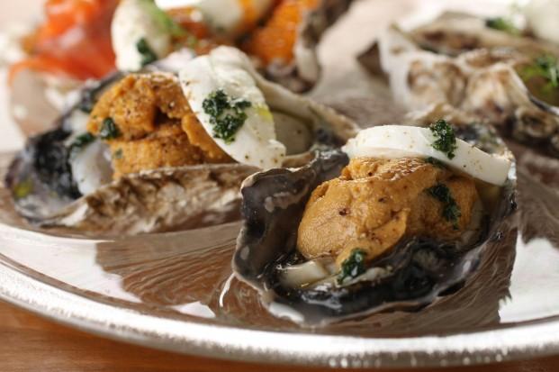 雲丹とフレッシュチーズを乗せた牡蠣の冷製(2P)