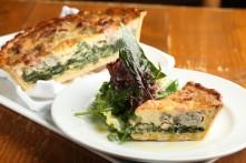 牡蠣と季節野菜のキッシュ