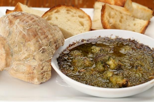 ツブ貝のタイハーブバターオーブン焼き
