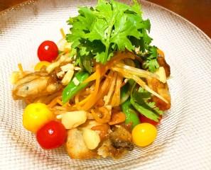 牡蠣と青パパイアのサラダ オリエンタル風