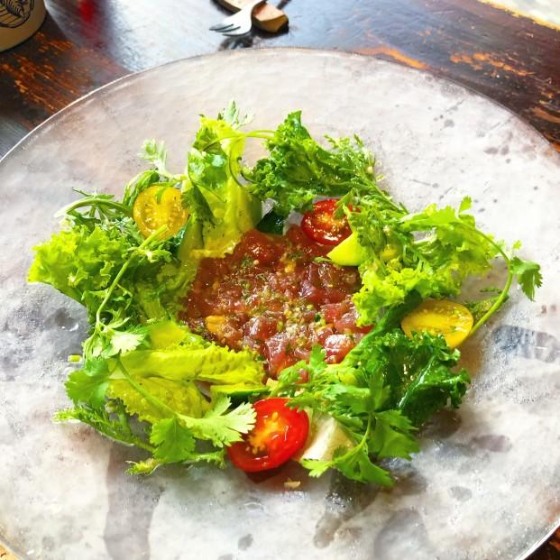 キハダマグロのタルタルと鎌倉季節野菜達  タイハーブソースで