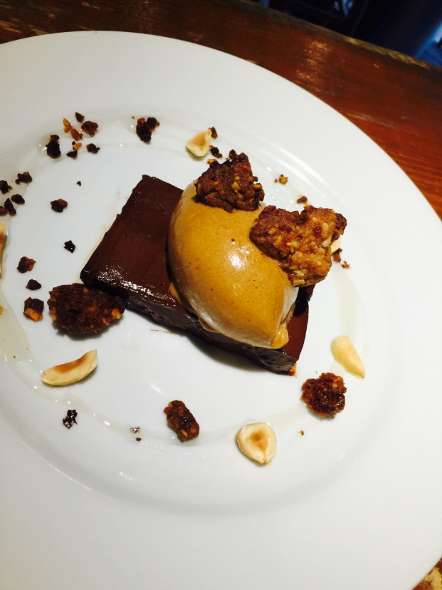 チョコレートのテリーヌとキャラメルアイスクリーム